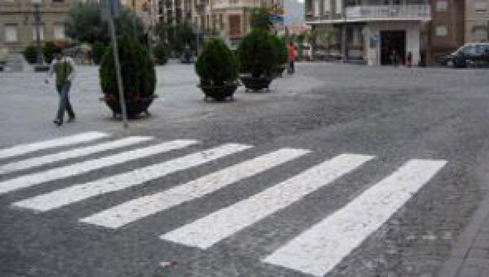 Pasos asimétricos y multas a pie de calle para evitar muertes de peatones