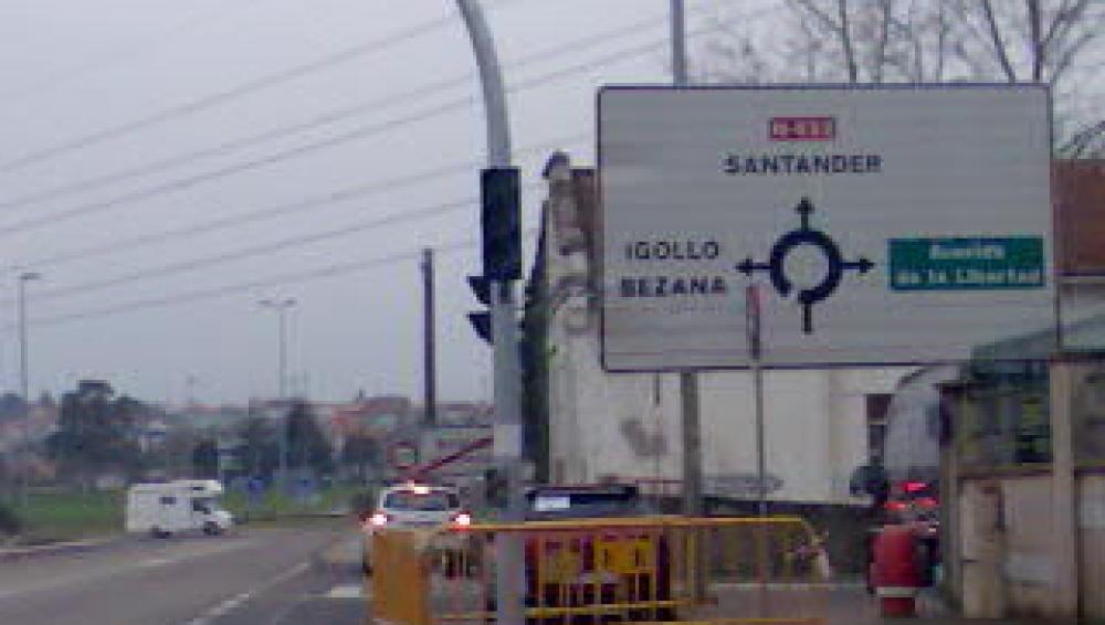 La señal indica salidas inexistentes en la glorieta<br>EN PROCESO DE REPARACIÓN</br>