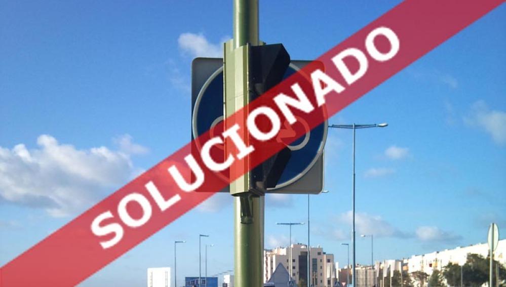 La señal y el semáforo se tapan mutuamente<br>SOLUCIONADA</br>