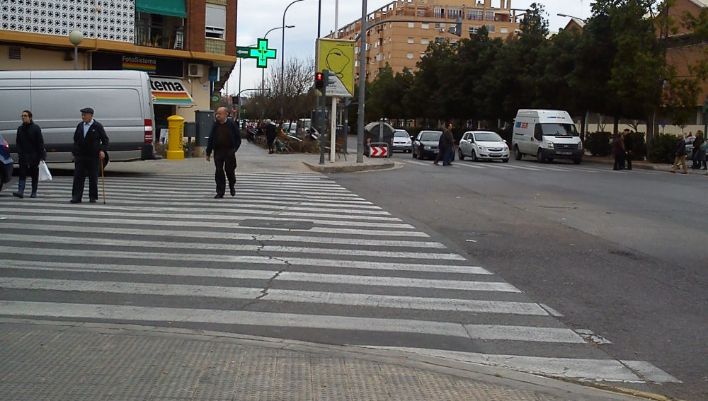 Un poste tapa el semáforo
