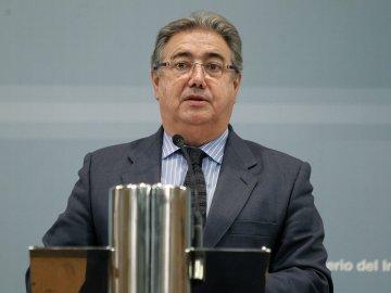 El ministro del Interior, Juan Ignacio Zoido, durante la rueda de prensa posterior a la reunión de la mesa de evaluación de la amenaza terrorista mantenida con los máximos responsables de las fuerzas de seguridad
