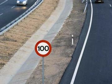Los límites legales de velocidad en las carreteras convencionales