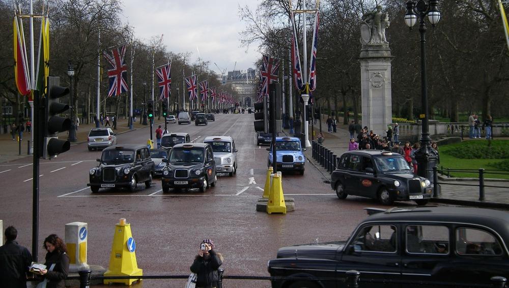 Reino Unido prohibirá los vehículos de gasolina y diésel en 2040