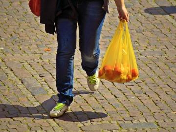 Se abre a consulta pública el decreto que prohibirá usar bolsas en 2020