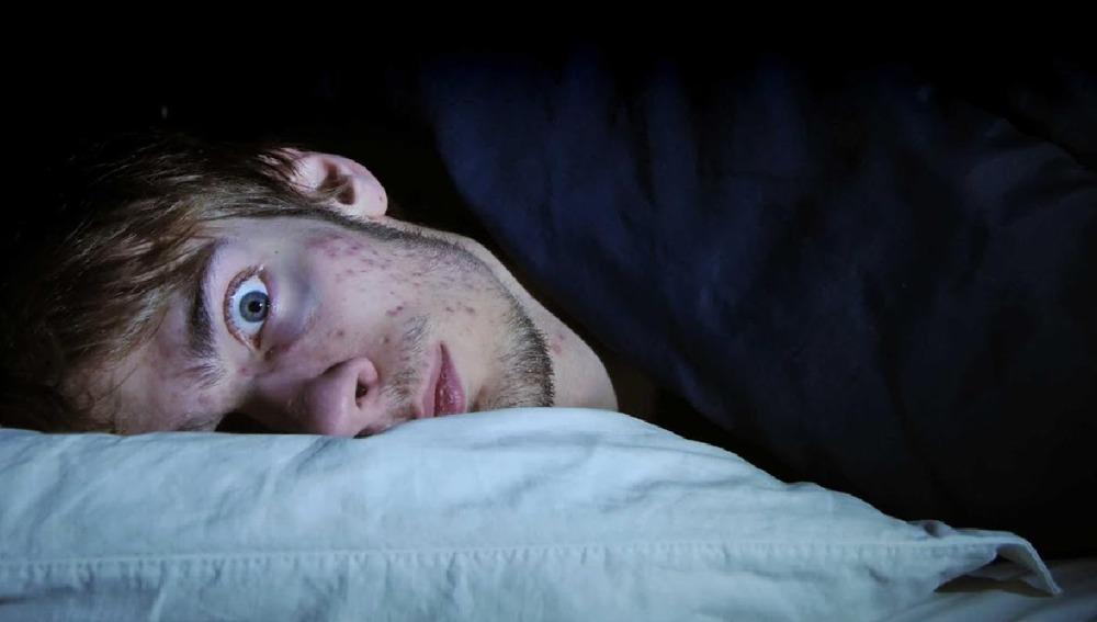 XQriosity - ¿Cómo tener un sueño lúcido?   ¿Que es la parálisis del sueño?