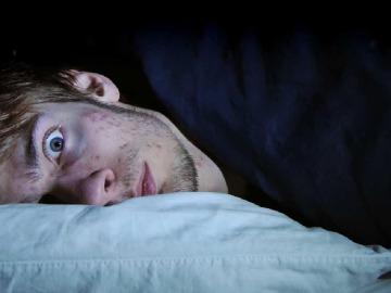 XQriosity - ¿Cómo tener un sueño lúcido? | ¿Que es la parálisis del sueño?