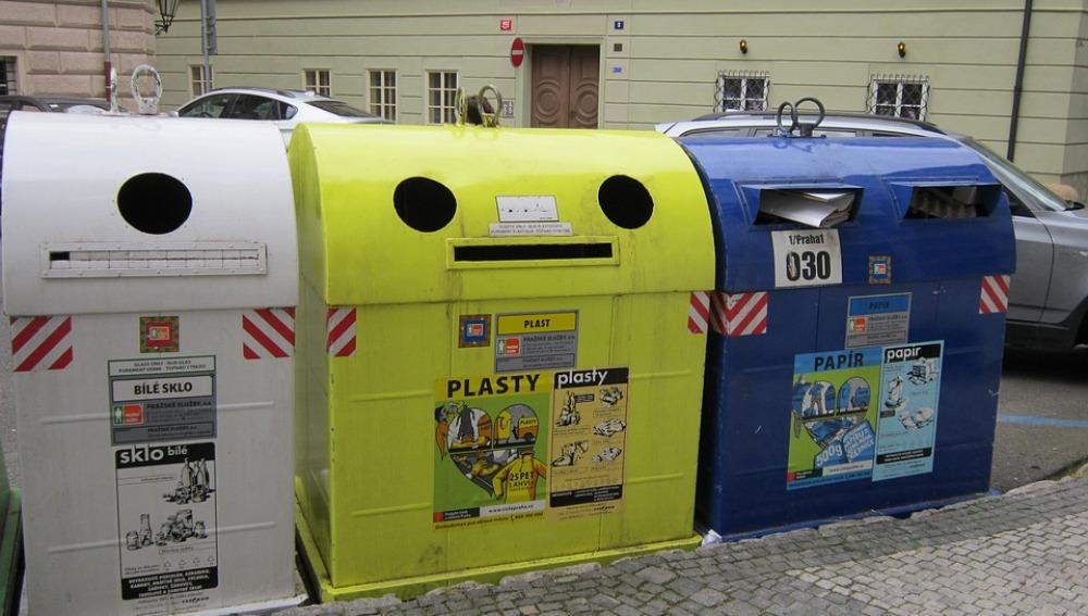 Imagen de archivo de unos contenedores