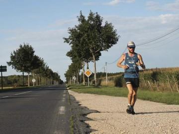 Un atleta recorre más de 4.000 kilómetros para concienciar sobre la obesidad infantil