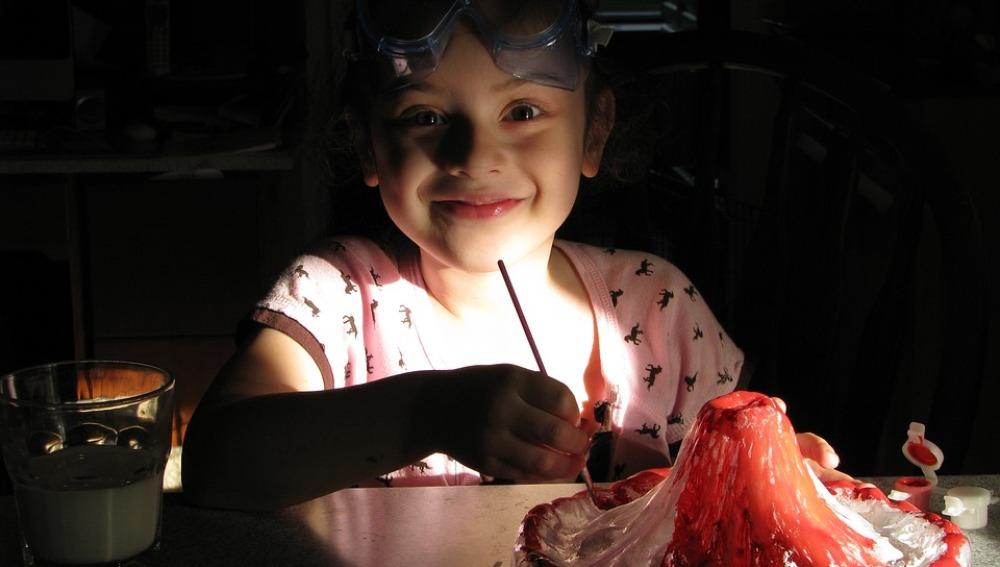 Un proyecto de divulgación promueve el interés de las niñas por las vocaciones científicas