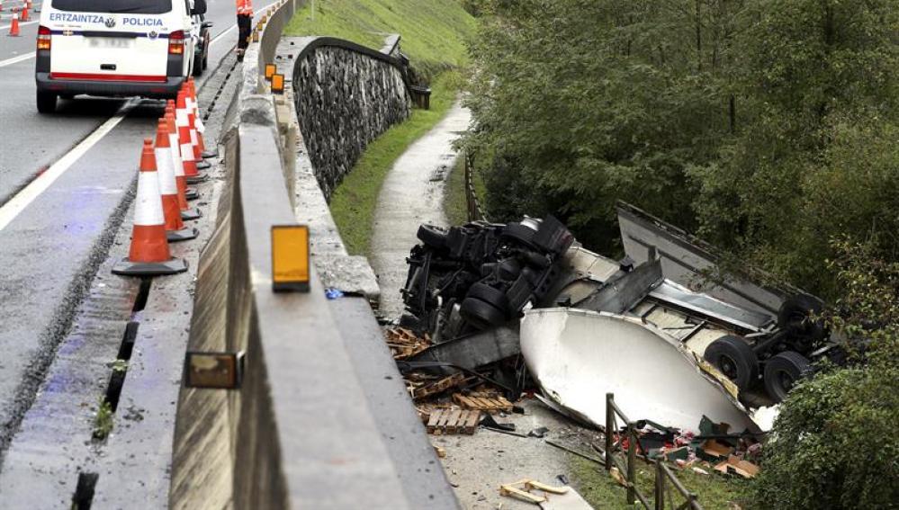 Vista del accidente de tráfico el pasado día 12 a la altura de Irún (Gizpuzkoa)