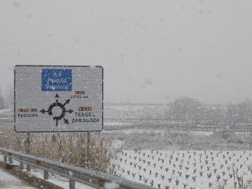 Vista de los campos cercanos a la localidad de Utiel cubiertos por la nieve