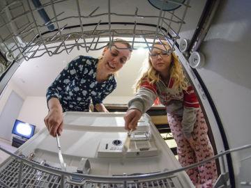 ¿Te has fijado en que los objetos de plástico no se salen secos del lavavajillas?