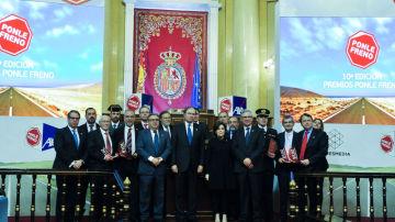 Premiados en la décima edición de los premios 'Ponle Freno' de Atresmedia con el ministro de Interior