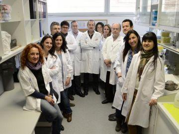 Ferran Barbé, en el centro, con investigadores en patología respiratoria