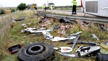 Accidente de tráfico en el que han colisionado un autobús de pasajeros y un camión