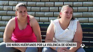 Tras perder a su madre asesinada a golpes por su padre, luchan por recuperar su herencia