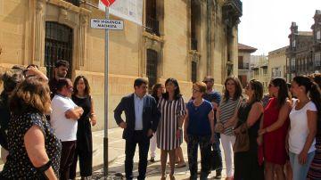 La Diputación de Jaén instala una señal para concienciar sobre la violencia de género