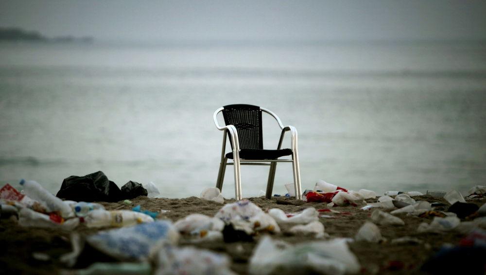 La basura en las playas de las islas del Mediterráneo se triplica en verano