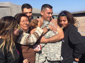 Un perro sobrevive seis días en el desierto tras caerse de un avión