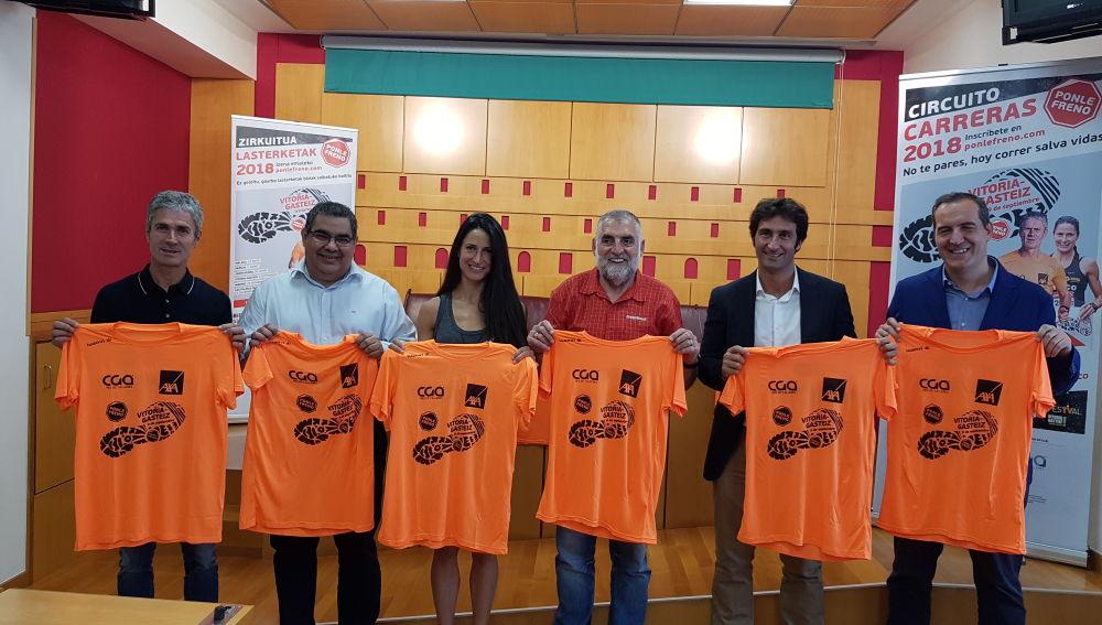 Foto de familia de la presentación de la quinta edición de la CARRERA PONLE FRENO VITORIA celebrada hoy, de izquierda a derecha, Martín Fiz, Xabier Manzano, Elena Loyo, Peio López de Munain, Álvaro Pitto e Iñaki Lerga.