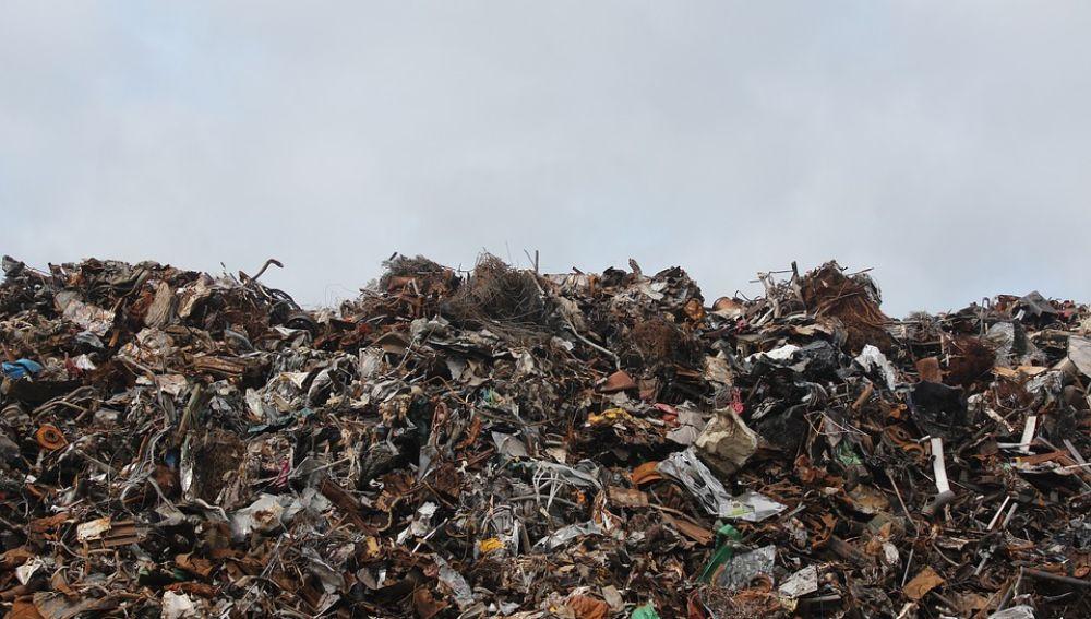 Baleares y Canarias, los que más residuos generan por persona y año en España
