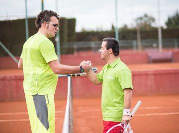 Jóvenes tenistas con y sin discapacidad intelectual participan en el torneo Más que Tenis