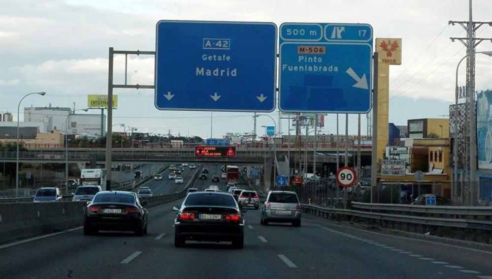 Tráfico de una carretera española de entrada a Madrid