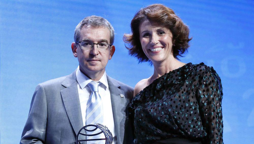 El ganador del Premio Planeta 2018, Santiago Posteguillo, y la finalista, Ayanta Barilli