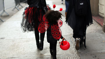 Una niña disfrazada en Halloween