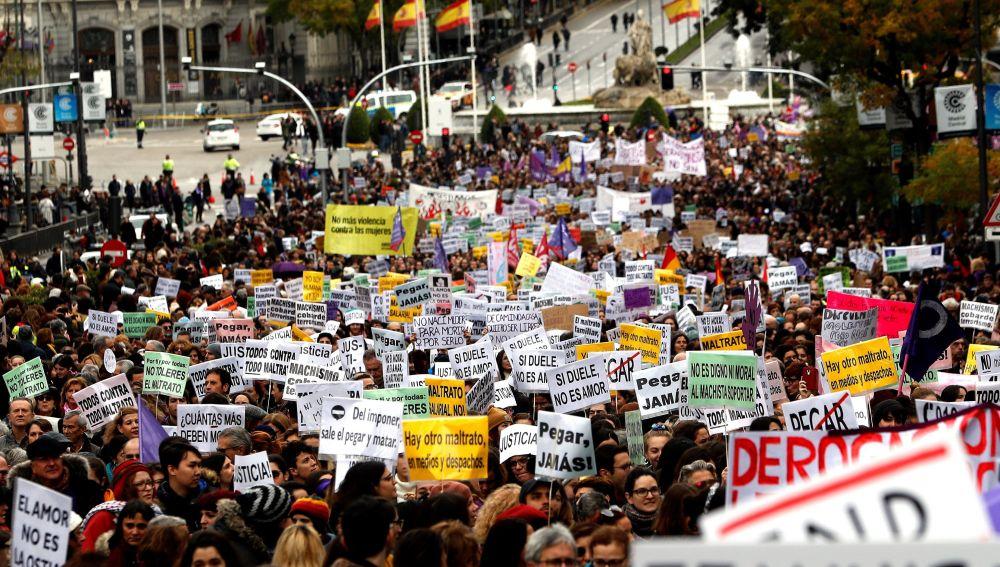 Miles de personas han salido hoy a las calles de Madrid para exigir el fin de la violencia machista