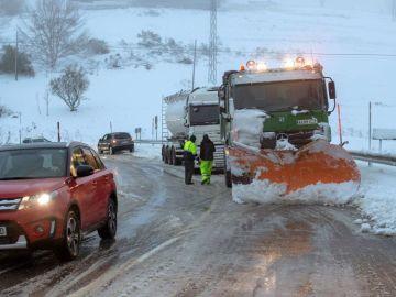 Noticias Fin de Semana (02-02-19) Puertos cerrados y cientos de carreteras cortadas en media España tras el paso de la borrasca Helena