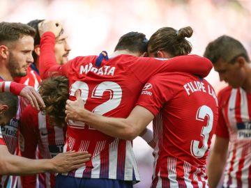 Los jugadores del Atlético celebran el gol de Morata ante el Villarreal