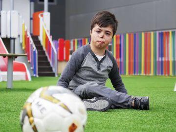 Colabora con la investigación que busca un tratamiento para Raúl, un niño de 9 años con una enfermedad rara muy grave