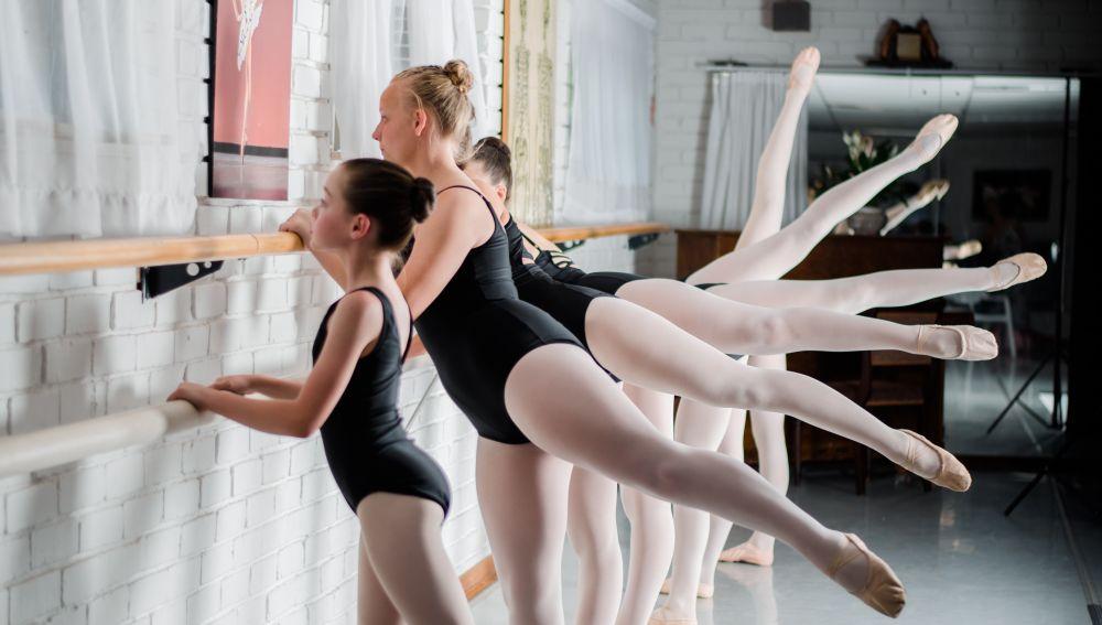 Niñas haciendo ballet