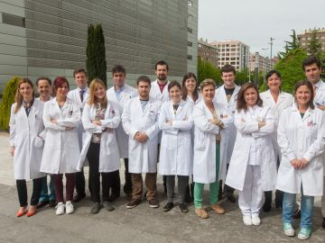 Equipo de investigadores detrás del estudio que demuestra la eficacia del virus del resfriado contra el glioma