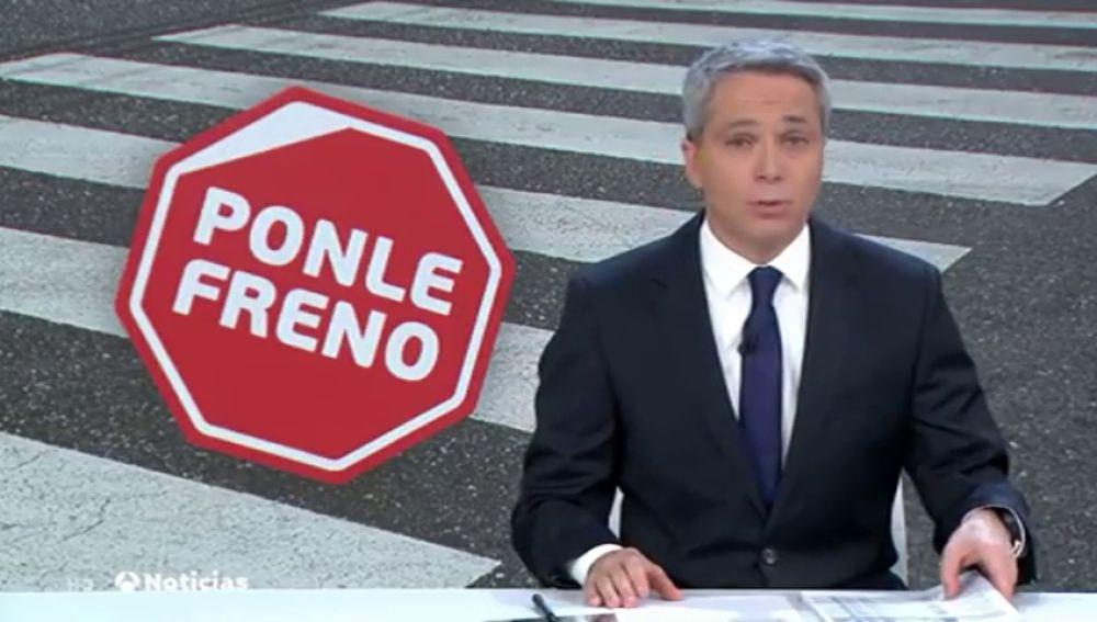 Instalan semáforos en el suelo para evitar atropellos a los peatones 'zombies'