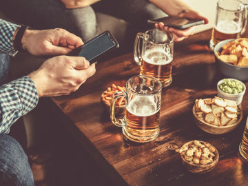 LaLiga activaba el micrófono de tu móvil por control remoto para buscar bares con señal ilegal