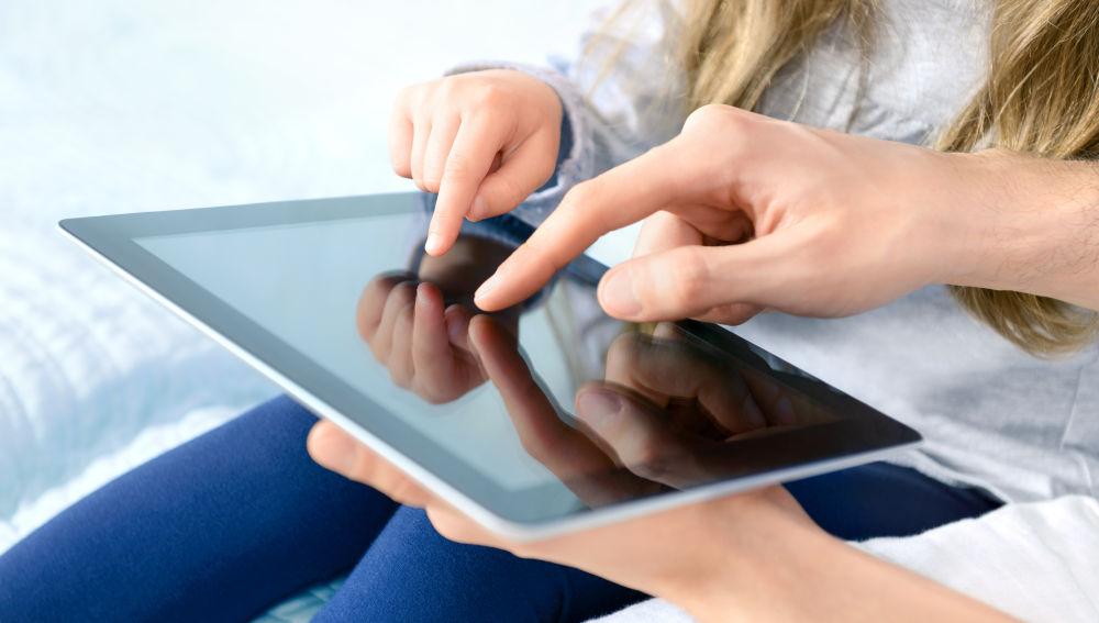 Janell Burley Hofmann insiste en acompañar a los niños en el crecimiento digital, como en cualquier otro aspecto de su vida.
