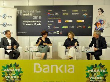Jean-Paul Lefèvre, Adriana Moscoso del Prado y Marta Rivera de la Cruz, junto a Vicente Valles, han participado en el Foro Crea Cultura celebrado en la Feria del Libro de Madrid