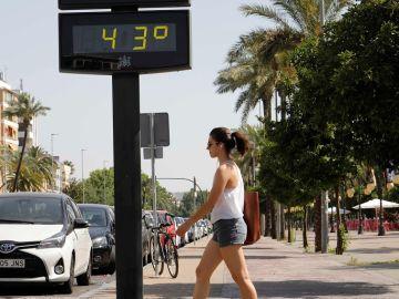 Termómetro marca 43 grados