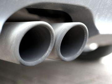 Tubo de escape de un vehículo
