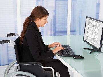 Las nuevas tecnologías permiten trabajar sin desplazarse facilitando la inclusión laboral de discapacitados