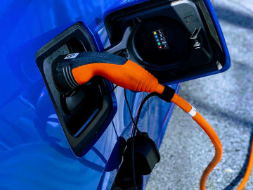 Recargando el coche eléctrico