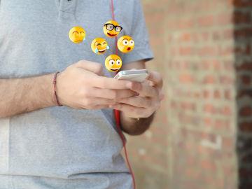 Emojis y emoticonos, palabra del año de Fundéu.