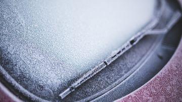 Luna de un coche helada