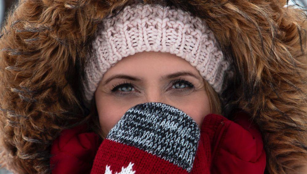 Ojos de una mujer en invierno