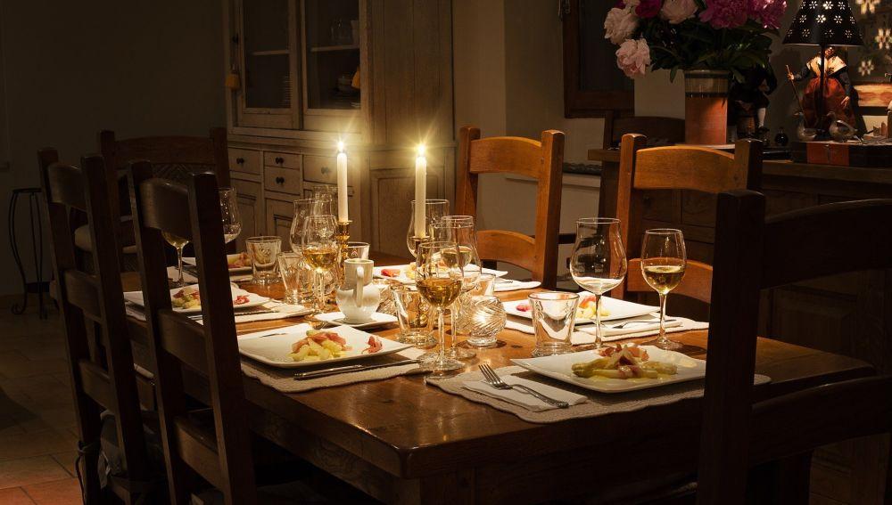 Una mesa preparada para la cena