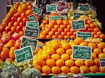 Puesto de fruta en un mercado