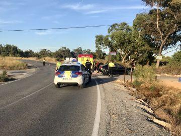 Accidente frontolateral entre una motocicleta y un vehículo en el cruce de El Altet con el Camino de la Canyada de Elche.