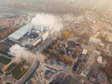 Contaminación en una fábrica